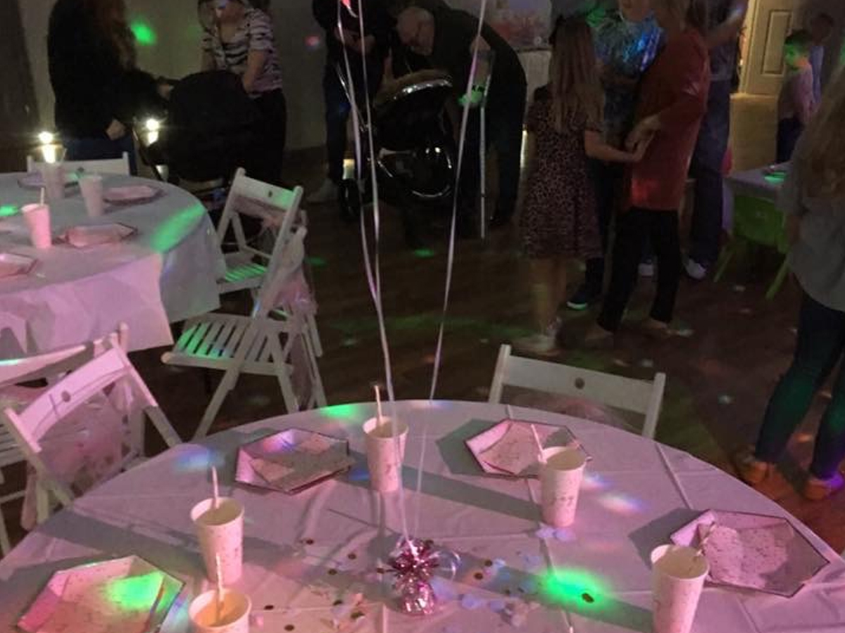 birthday, party table, balloons, paper plates and cups